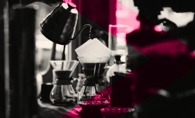 kaffebryggning på café